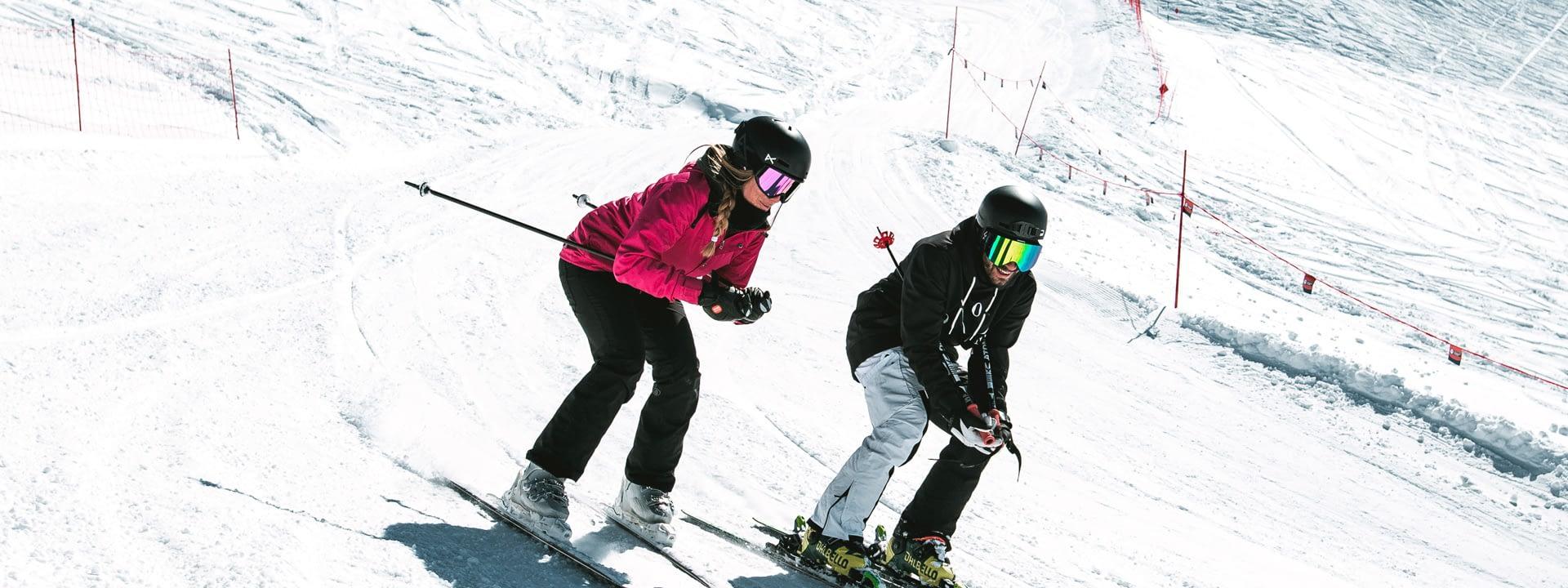 Ragazzi che si divertono sul Freeride Cross della ski area Mottolino a livigno