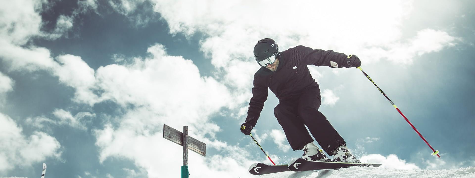 Sciatore sul Natural Pipe della ski area Mottolino a Livigno