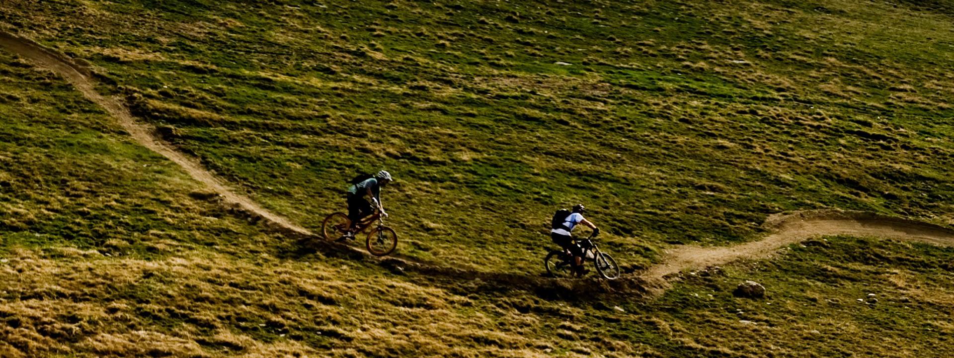 Bikers verso la Malga Trela sui sentieri di Livigno