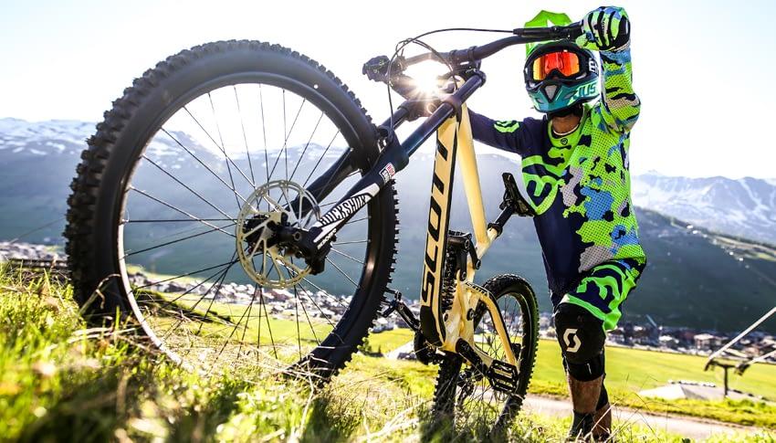 Noleggio bici downhill exclusive adulto al Dr. Rent di Mottolino a Livigno