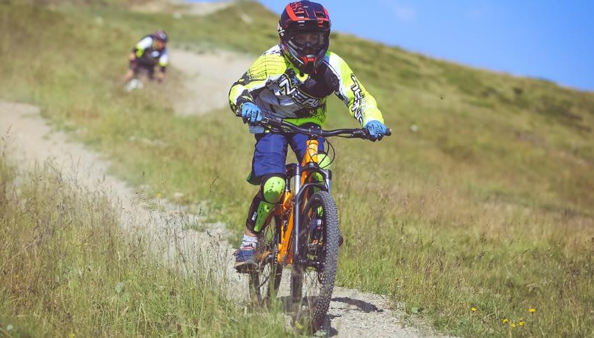 Noleggio bici downhill junior adulto al Dr. Rent di Mottolino a Livigno