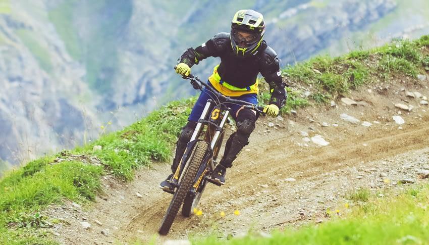 Noleggio bici downhill standard adulto al Dr. Rent di Mottolino a Livigno