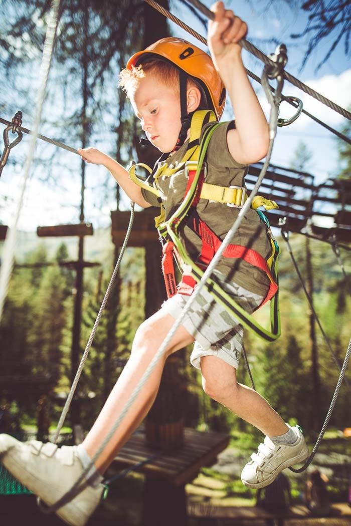 Imbragature per bambini nel parco tematico Larix park di Livigno
