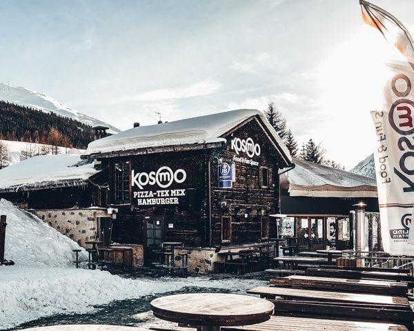 Esterno del rifugio Kosmo a valle della ski area Mottolino a Livigno
