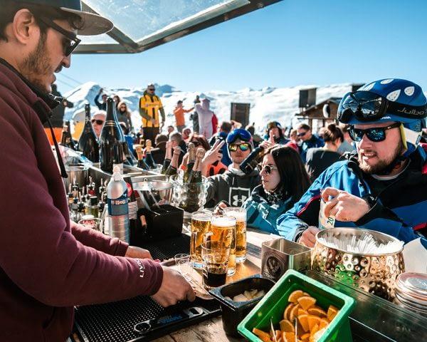 Bar esterno del rifugio Camanel di Planon nella ski area Mottolino di Livigno