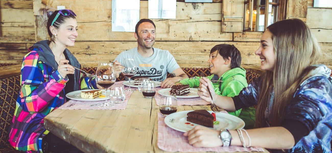 Pranzo al Luciano's dopo la risalita in quota a piedi con la telecabina Mottolino a Livigno