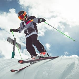 Ragazzino pronto a partire sul Natural Pipe della ski area Mottolino a Livigno