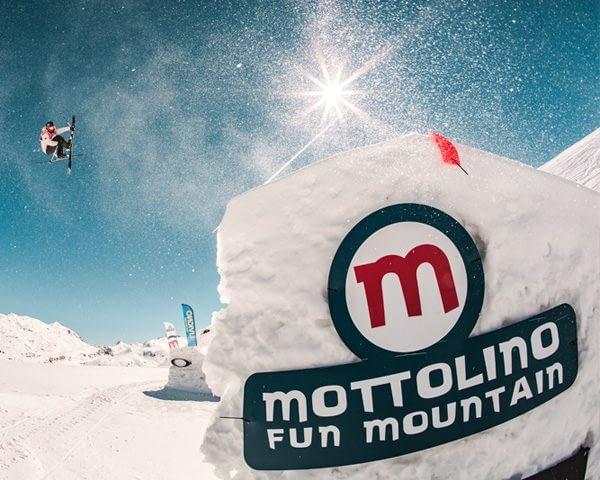 Freeskier allo snowpark Mottolino a Livigno